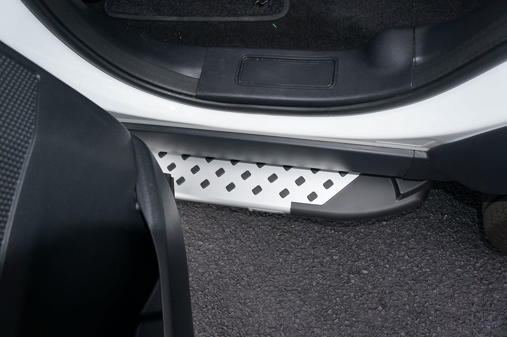Side Steps / Running Boards For Land Rover Discovery 5, Silver Pair, RAL Series By Romik