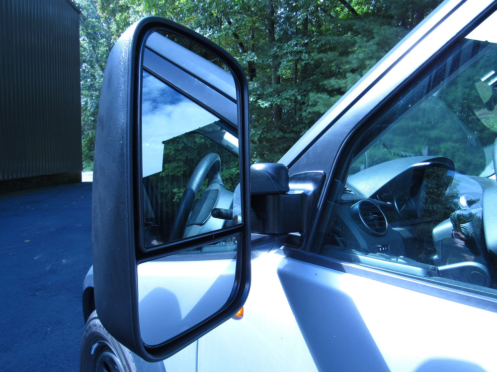 Close-up mirror side view of Clearview towing mirror on LR3