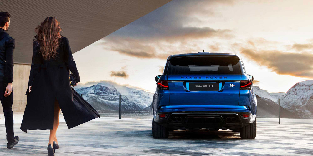 Glohh GL-5i dynamic LED tail light on Range Rover Sport, couple walking towards vehilce