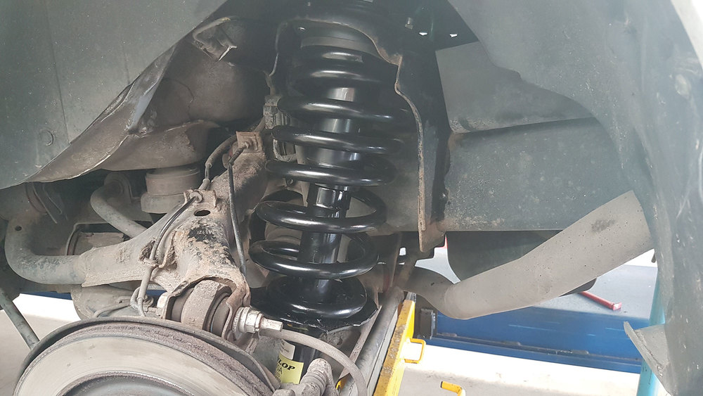 new coil spring and strut installed on LR4