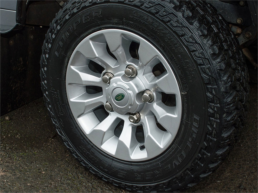 Sawtooth Style Alloy Wheels 16 X 7 Inch LR025862, Set Of 4, Silver, For Land Rover Discovery I, Defender 90, And Range Rover Classic (See Fitment Years)