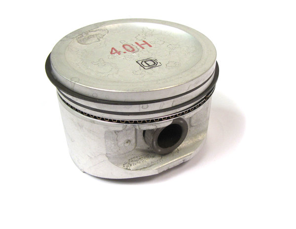 Piston Assembly, Standard 9.35:1, For 4.0L Engines ERR5553 On Land Rover Discovery I, Discovery Series II, Defender 90, And Range Rover P38