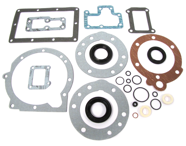 Transfer Case Gasket And Seal Kit RTC3890 For LT230 Transfer Case On Land Rover Discovery I And II, Range Rover Classic, And Defender (See Fitment Years)